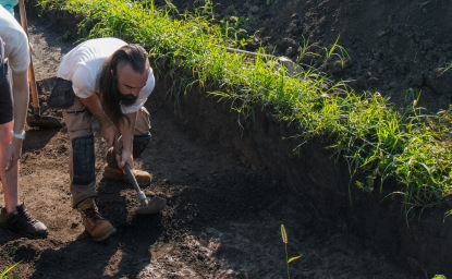 In this region in Serbia, an authentic WWII American trench spade is preferred over a trowel.